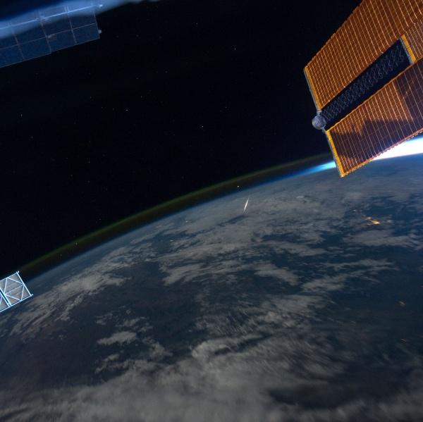 صورة للكرة الأرضية عند الغروب من محطة الفضاء الدولية تؤكد آية الليل نسلخ منه النهار