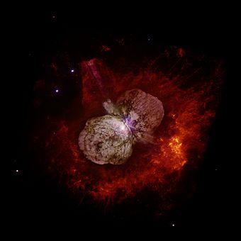 نجوم كبيرة الحجم تنهار في نهاية عمرها بسبب الضغط على نواتها في انفجار قوي للغاية