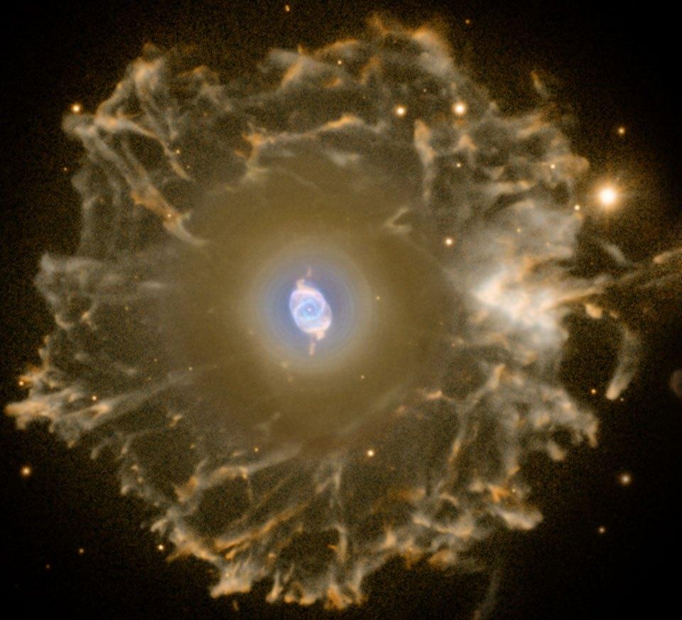 انفجار نجم شبيه من ناحية الحجم بشمسنا